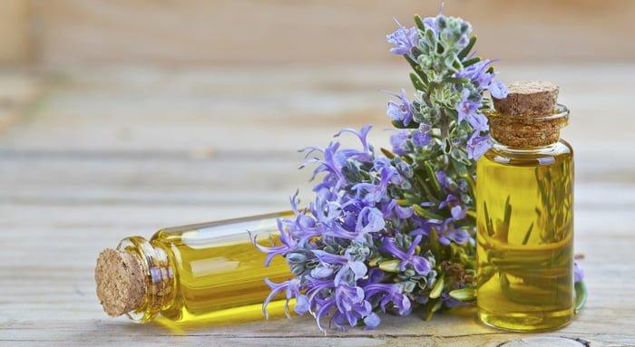 Các loại tinh dầu tốt nhất cho da mụn 5