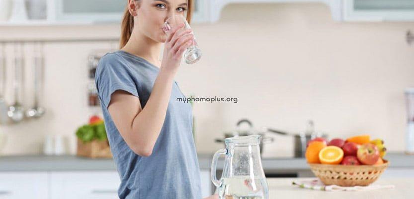 Uống nhiều nước là cách tốt nhất để chăm sóc da mùa hè